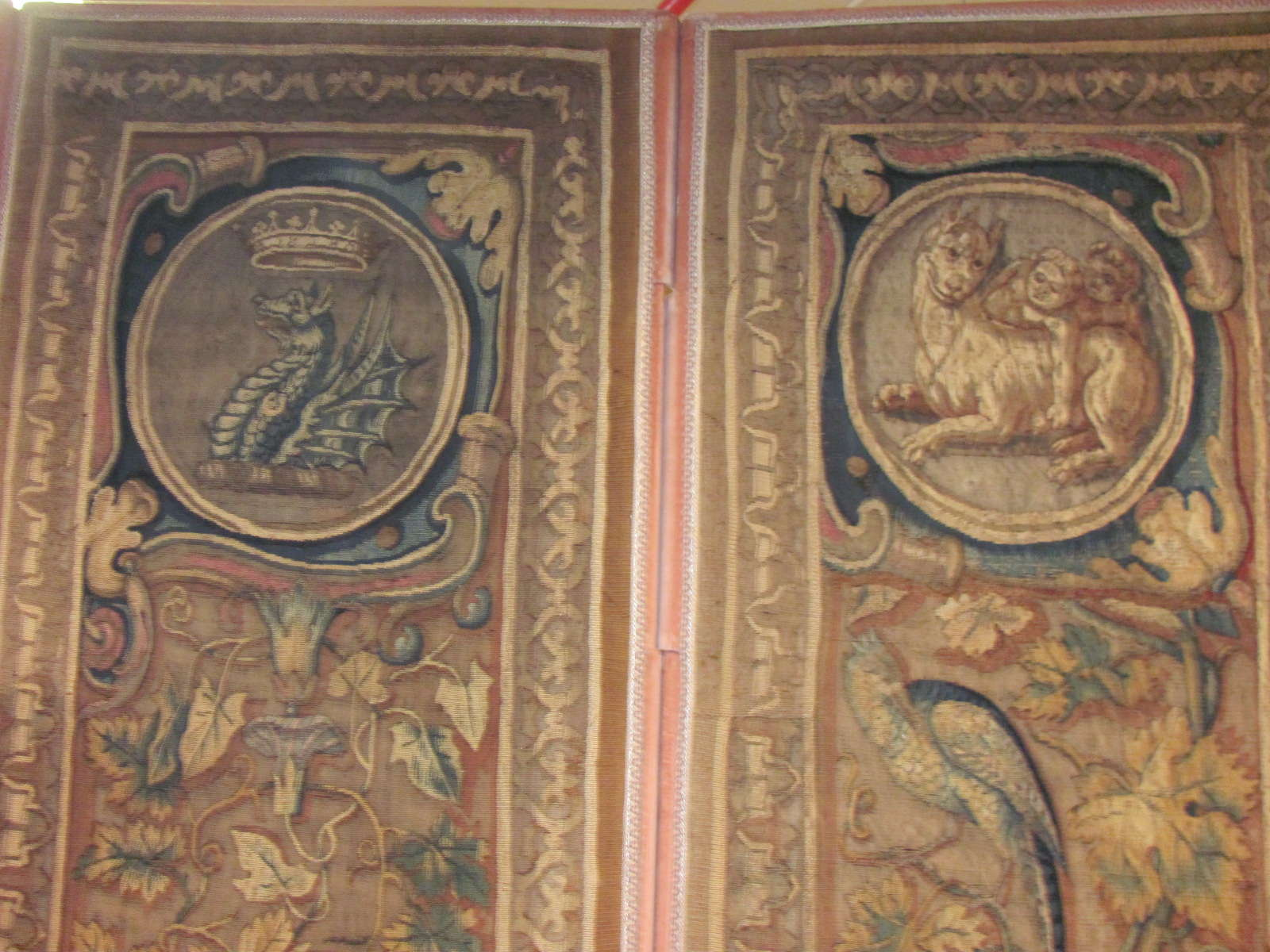 24557 antique Continental tapestry 7,3x7,4 -1