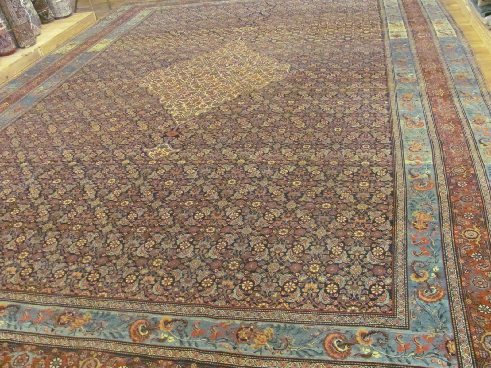 24943 Antique Persian Bidjar carpet 12,5 x 18,4