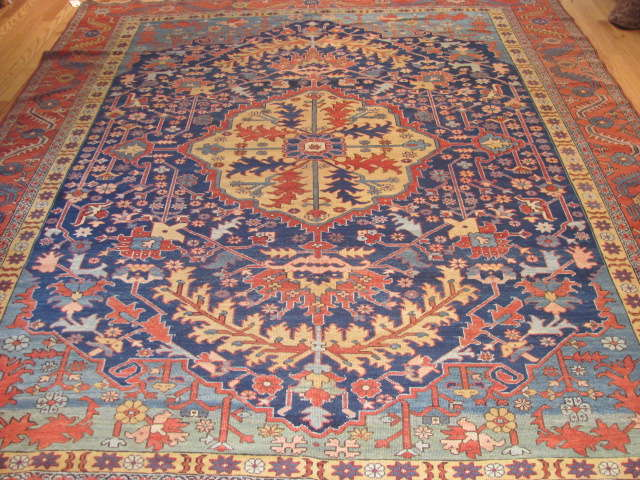 25063 antique Persian Serapi rug 8 x 9,8